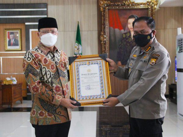 Capaian Yang Luar Biasa, Gubernur Bengkulu Mendapat Penghargaan Dan PIN Emas Dari Kapolri
